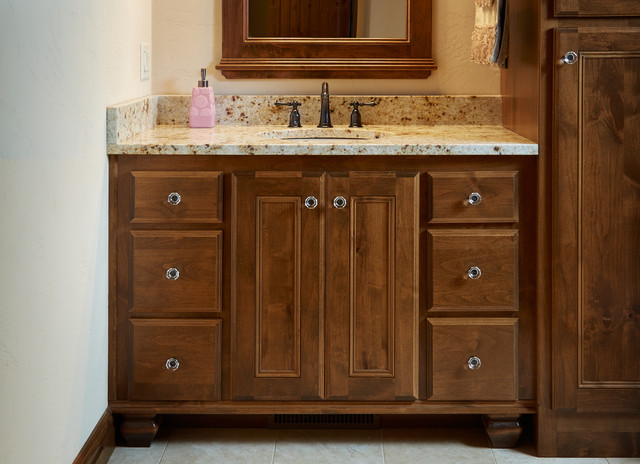 Bathroom faucet in oil rubbed bronze finish traditional-bathroom