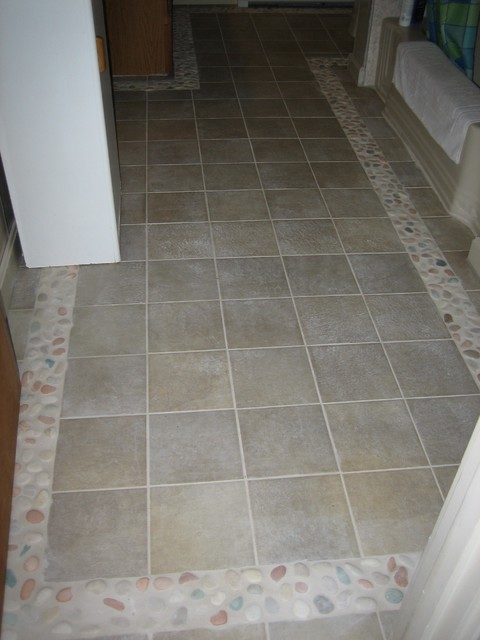 Bathroom floor tile border beach style bathroom for Floor tiles border design