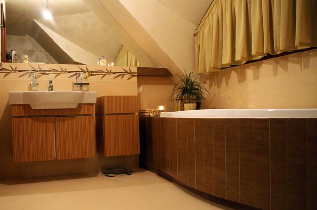 Bathroom in a country house tropical-bathroom