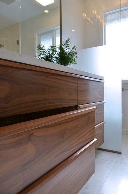 Bathroom in marin country modern bathroom san for Bathroom remodeling manitowoc