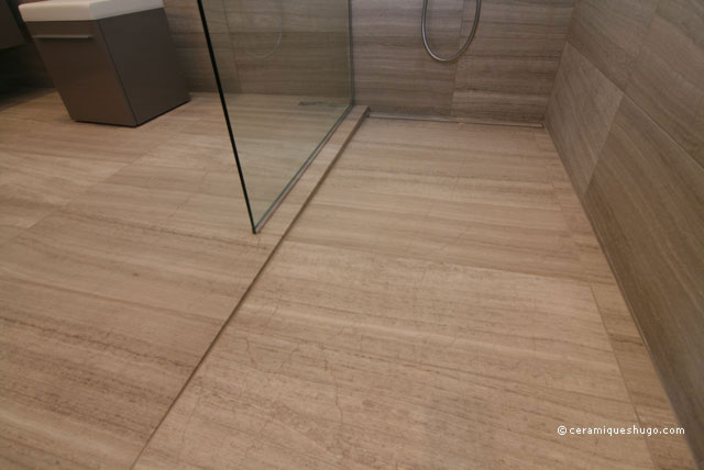 Bathroom in natural stone with a curbless shower modern-bathroom