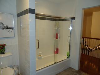 Bathroom Main Classique Salle De Bain Boston Par Formica 39 S Kitchens Design Center