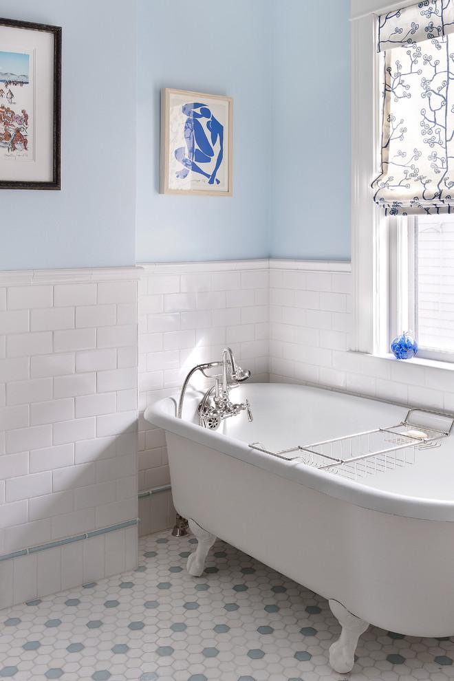 Elegant claw-foot bathtub photo in Boston