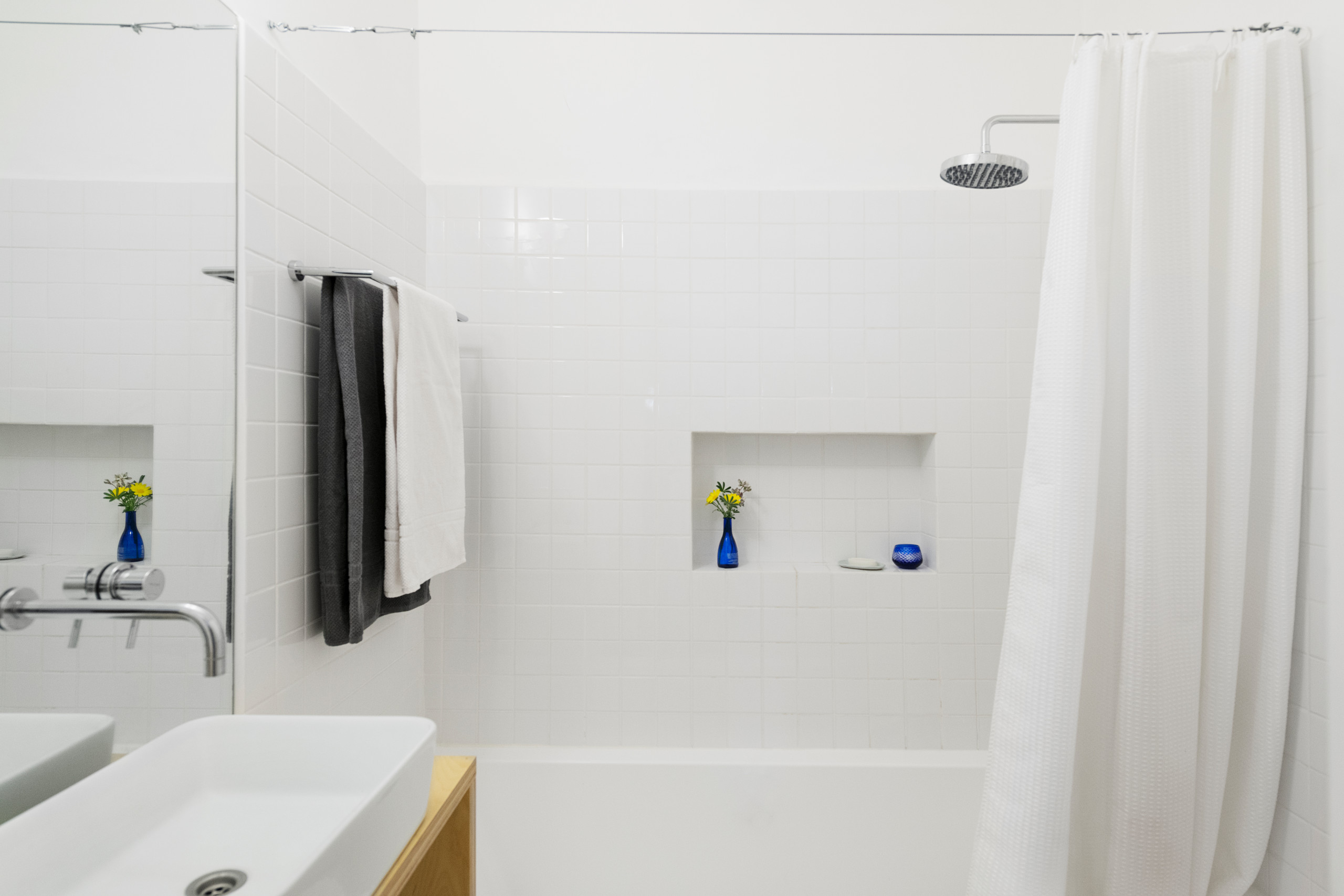 75 Beautiful Concrete Floor Bathroom With A Hot Tub Pictures Ideas December 2020 Houzz