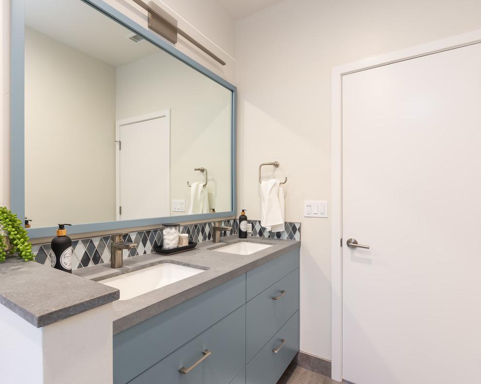 Bathroom Pony Wall, Dual Vanity and a Generous Mirror ...