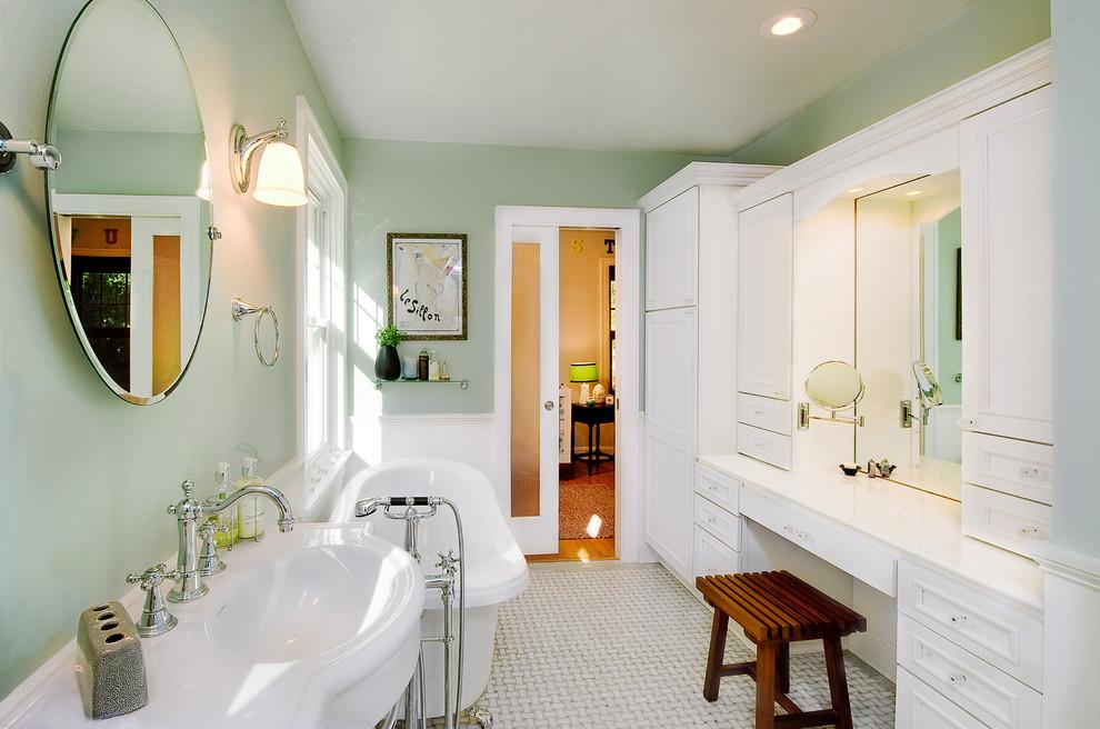 Freestanding bathtub - victorian freestanding bathtub idea in St Louis