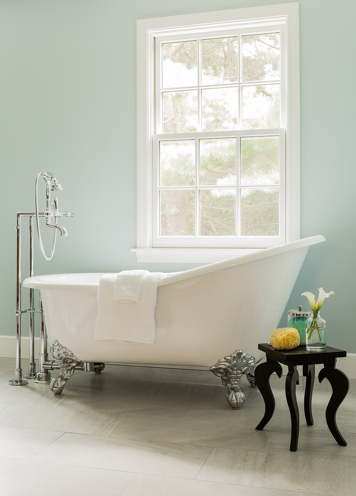 Inspiration for a timeless claw-foot bathtub remodel in Boston