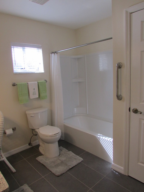 Bathroom remodel refresh with fiberglass surround for Bathroom remodel orlando