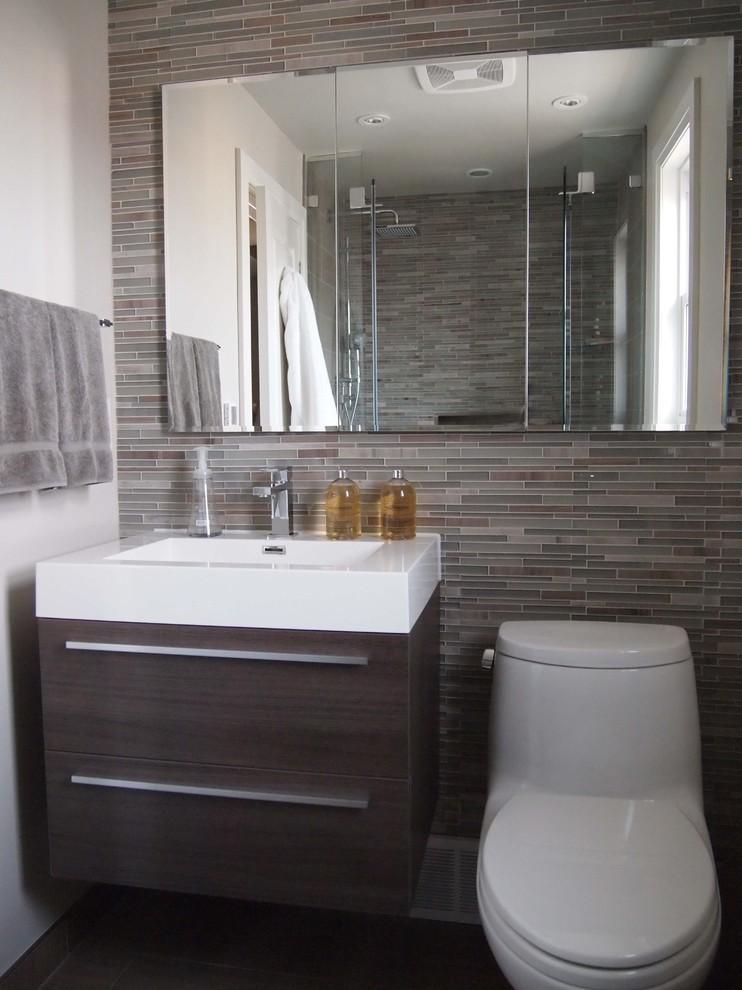 Example of a trendy bathroom design in Toronto