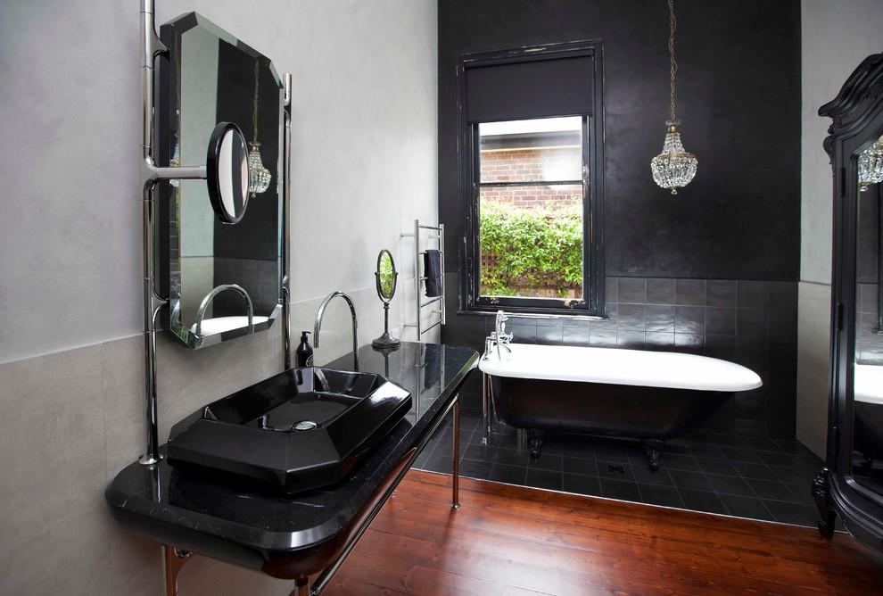Bathroom - 1960s bathroom idea in Melbourne
