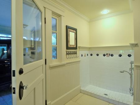 Example of a classic bathroom design in Vancouver