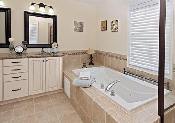 Bathroom's traditional-bathroom