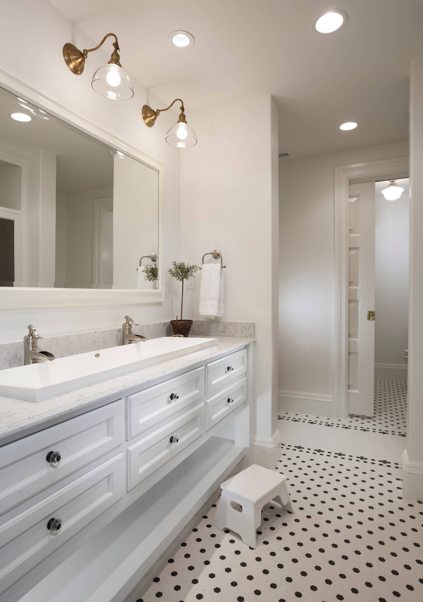 75 Beautiful Traditional Bathroom With A Trough Sink Pictures Ideas December 2020 Houzz