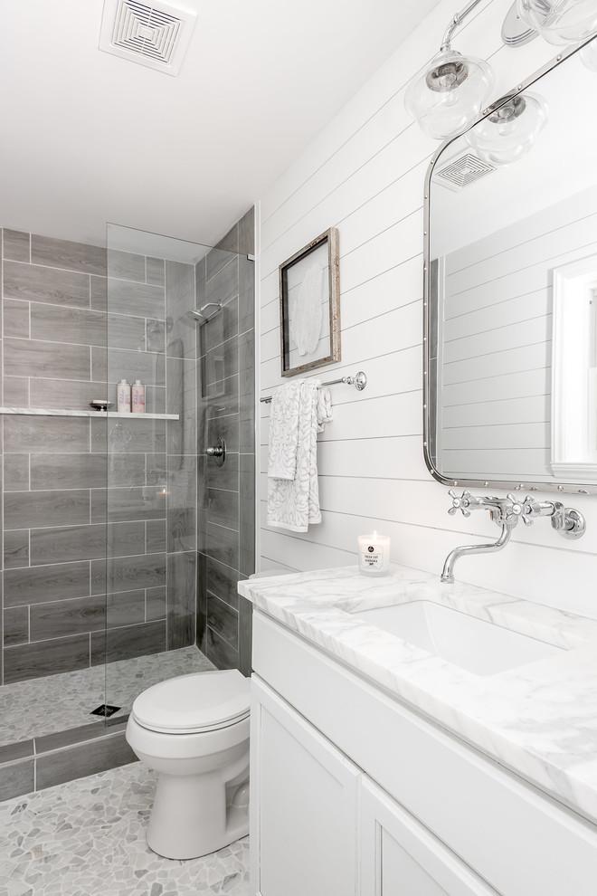 Foto di una stanza da bagno stile marino