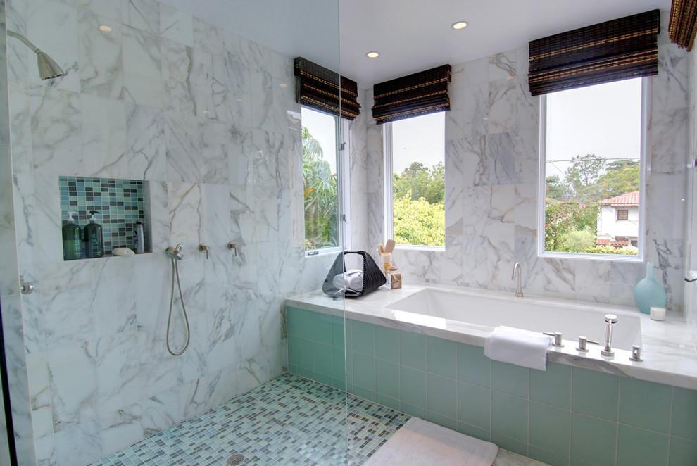 Foto di una stanza da bagno minimal con doccia aperta e doccia aperta