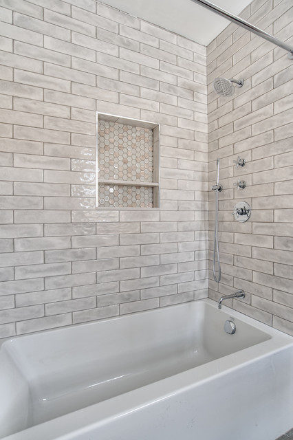 Bathtub Shower Combo With Tiled Niche