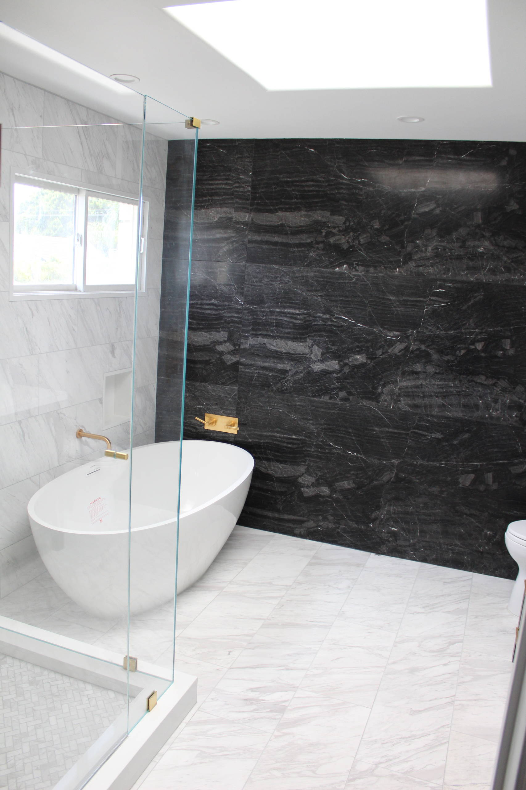 75 Beautiful Marble Tile Bathroom With Black Cabinets Pictures Ideas December 2020 Houzz