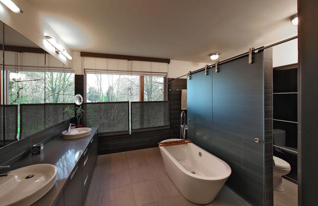 bay house modern-bathroom