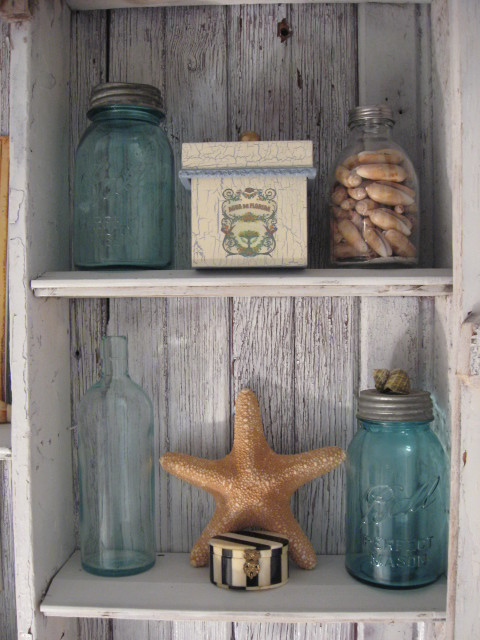 Beach bathroom shabby cabinet southernhospitality for Beach decor bathroom ideas