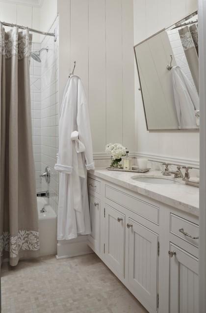 Beach style bathroom - Salle de bain style bord de mer ...