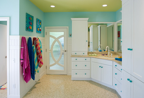 Turquoise and white bathroom with turquoise-painted doorknobs
