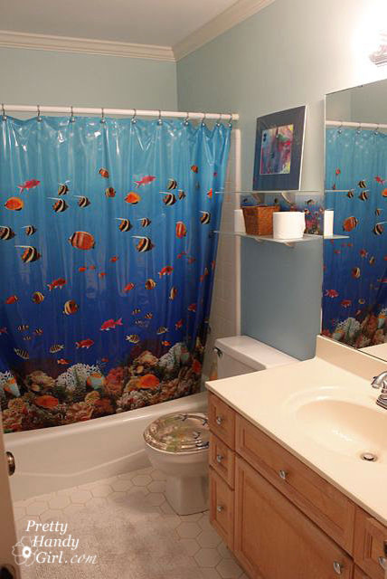 Beach themed bathroom with board batten moulding for Beach inspired bathroom designs