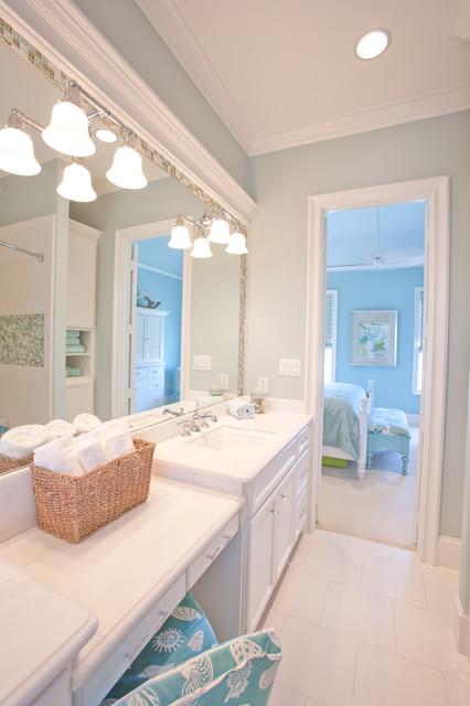 Beach Vacation Home Traditional Bathroom Houston