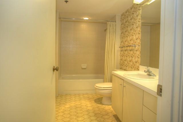 Beachplace tropical-bathroom