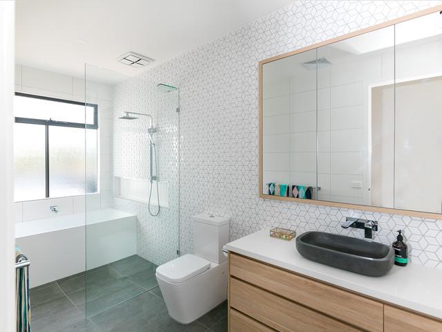 Beachside Home beach-style-bathroom