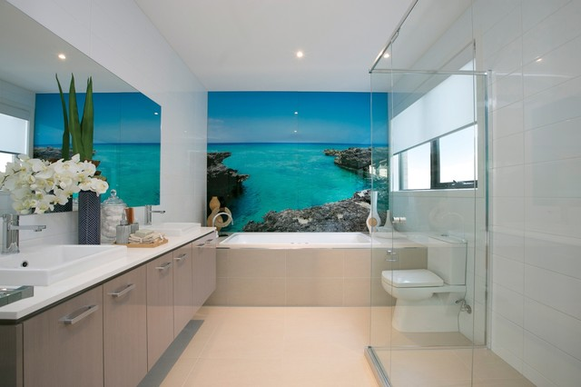 Truganina  picture glass splash back to bath in Ensuite beach style bathroom. Truganina  picture glass splash back to bath in Ensuite   Beach