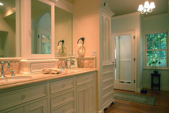 Beadboard cottage master bath remodel traditional for Cottage bathroom ideas renovate