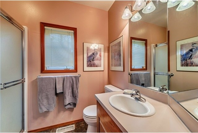 Beautiful Privacy in the PNW traditional-bathroom