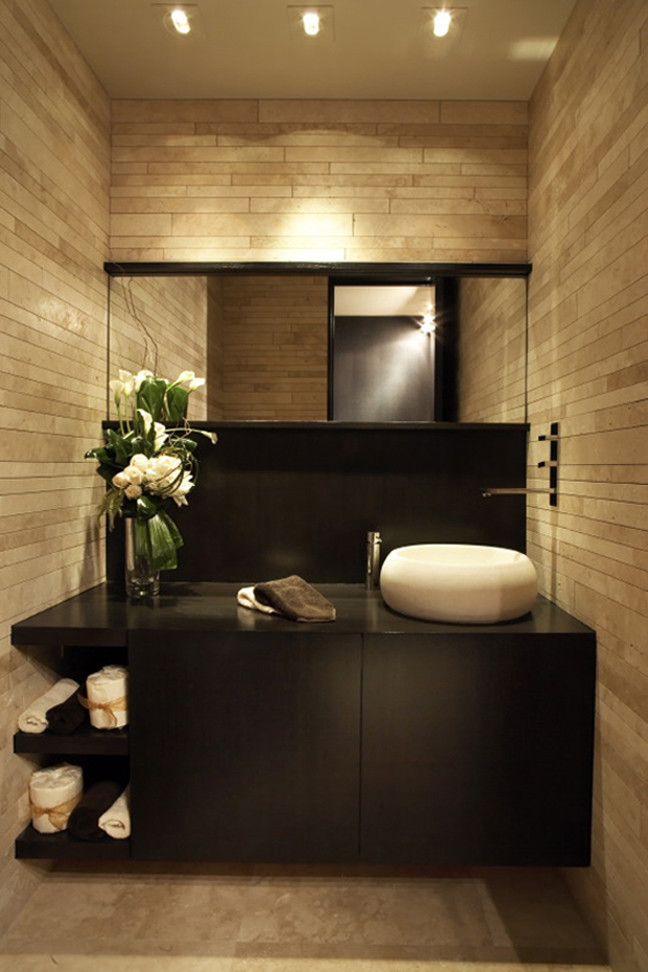 Inspiration for a modern bathroom remodel in Los Angeles