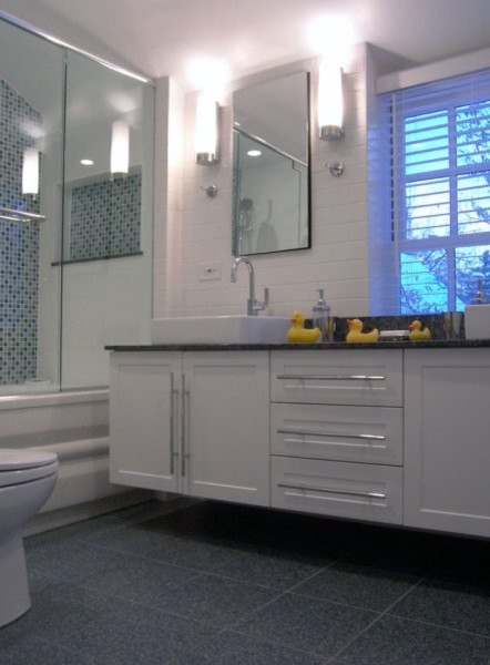 Becker Architects traditional-bathroom