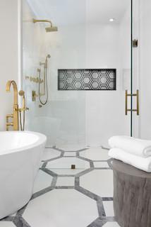 Badezimmer mit schwarz-weißen Fliesen Ideen, Design & Bilder ...