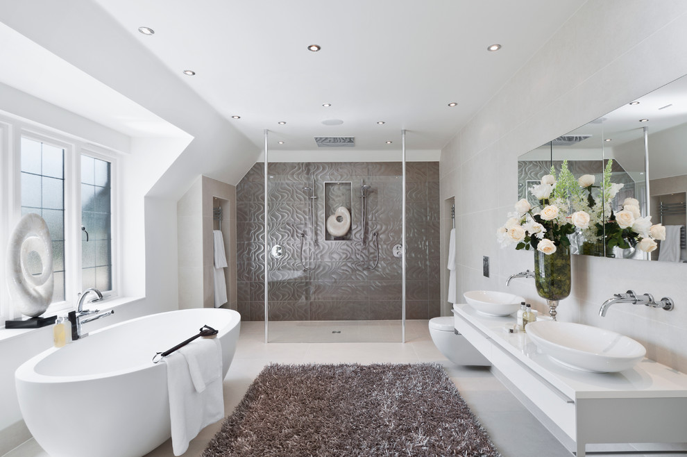 This is an example of a modern bathroom in Berkshire.