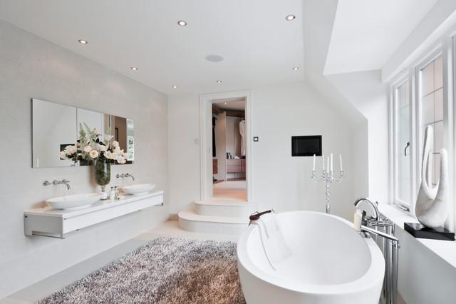 Design ideas for a modern bathroom in Berkshire.