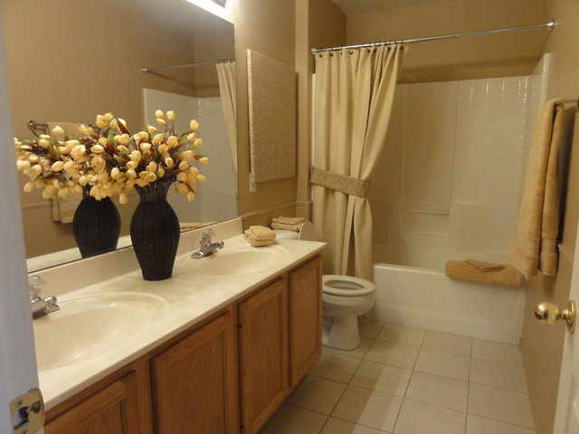 Beach wall decor for bathroom - Traditional Bathroom Phoenix By Renaissance Home Staging