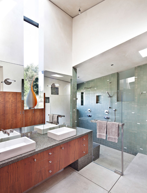 Berkeley Courtyard House modern bathroom