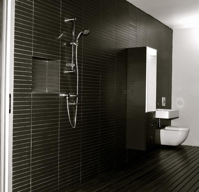 Berry house modern-bathroom