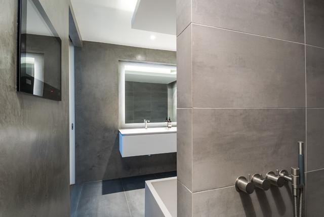 B ton cir bathroom - Beton muu room in ...