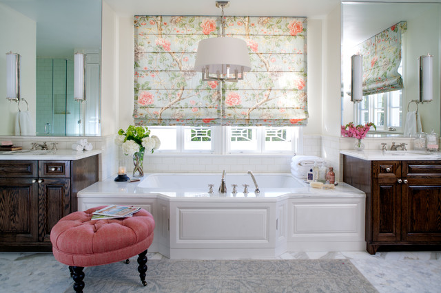 Example of a classic subway tile bathroom design in Los Angeles