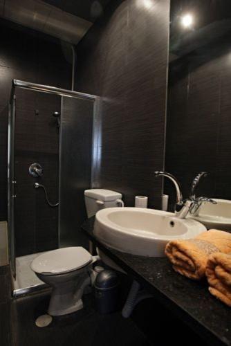 bezalel modern-bathroom