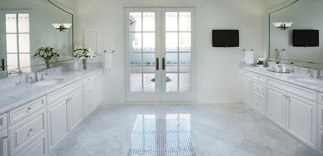 Photo Of A Traditional Bathroom In Los Angeles With Marble Benchtoparble Floors