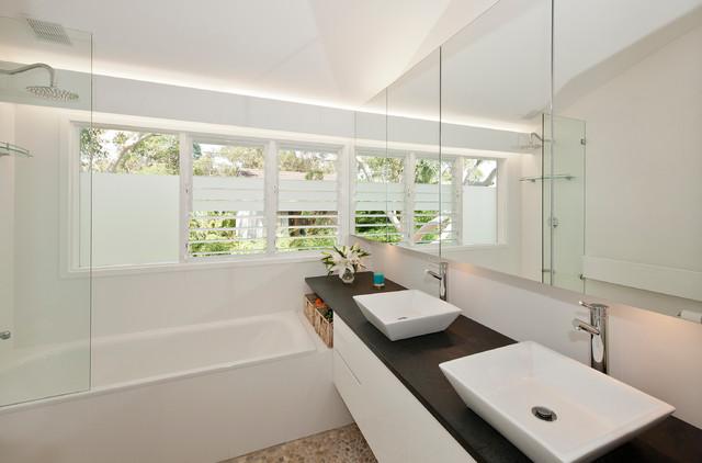 Bilgola House contemporary-bathroom