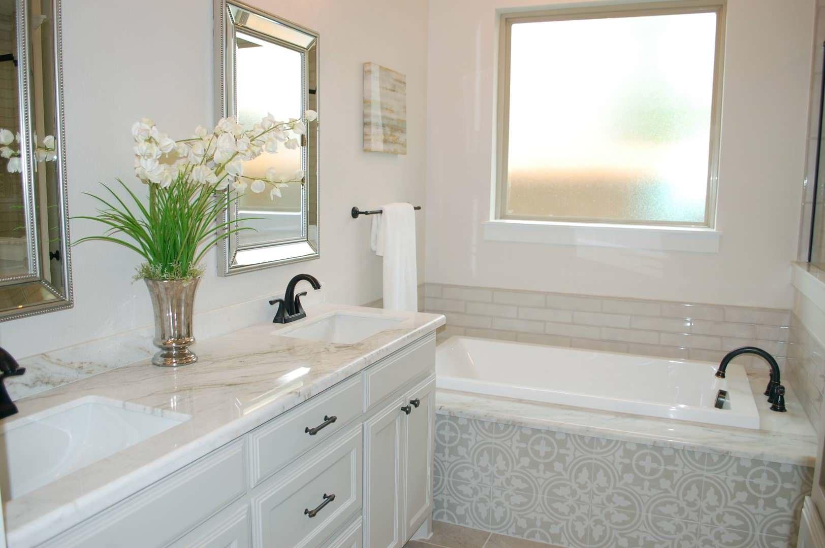Master Bath w/ Decorative Tile Highlights