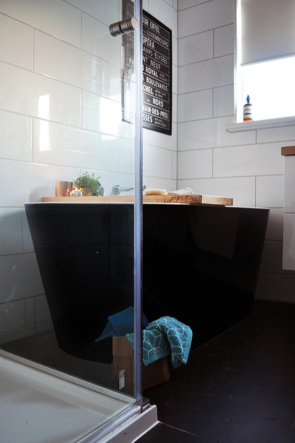 Black white timber bathroom contemporary bathroom for Bathroom decor melbourne
