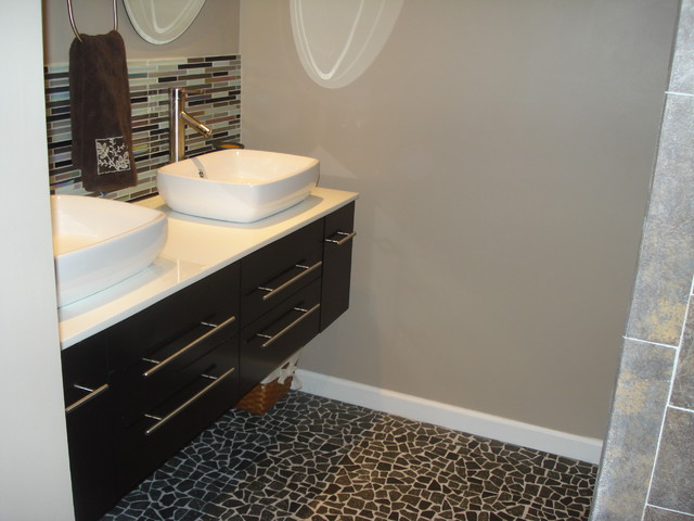 This Is An Example Of A Modern Bathroom In Hawaii With Vessel Sink