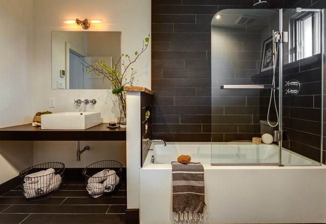 Black industrial bathroom montreal contemporary for Bathroom design montreal