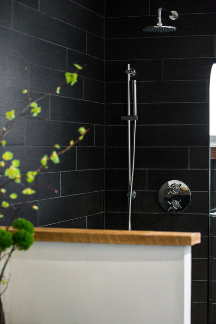 Black industrial bathroom montreal industrial for Bathroom design montreal